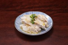 Steamed Chicken with Leek Sauce