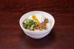 ひき肉温玉のせご飯 (魯肉飯)