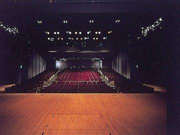 俳優座劇場(六本木交差点すぐ)