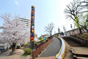 さくら坂公園(六本木交差点すぐ)