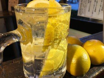 居酒屋のレモンサワー